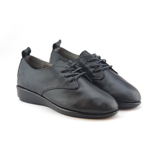 נעל שרוכים עור צבי בצבע שחור