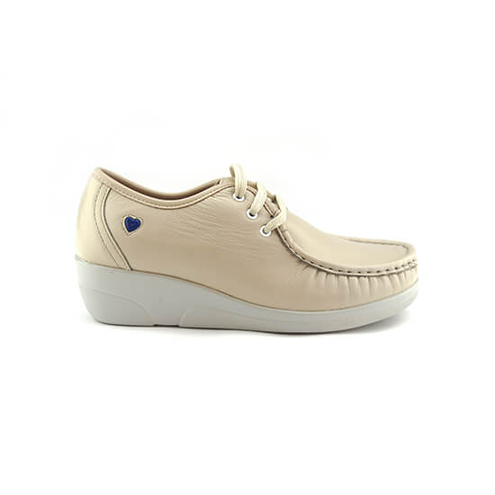 נעלי אחיות שרוכים על סוליה גבוהה בצבע בז' נפה