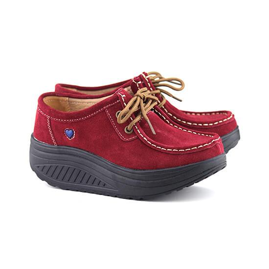 נעל שרוך על סולית נדנדה בצבע אדום זמש