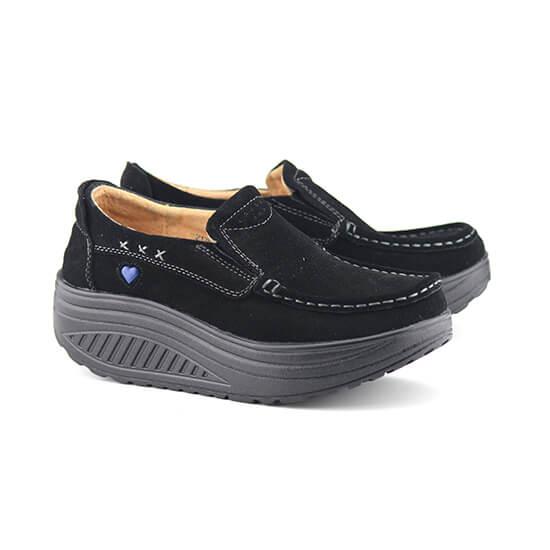 נעל מוקסין על סולית נדנדה בצבע שחור זמש