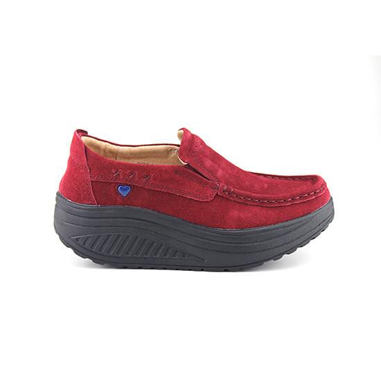 נעל מוקסין על סולית נדנדה בצבע אדום זמש