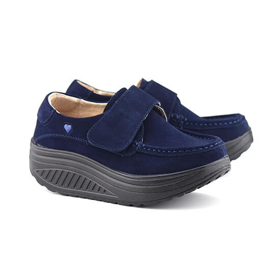 נעל סקווצ' על סולית נדנדה בצבע כחול זמש