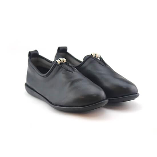 נעל מוקסין יהלום עור צבי בצבע שחור