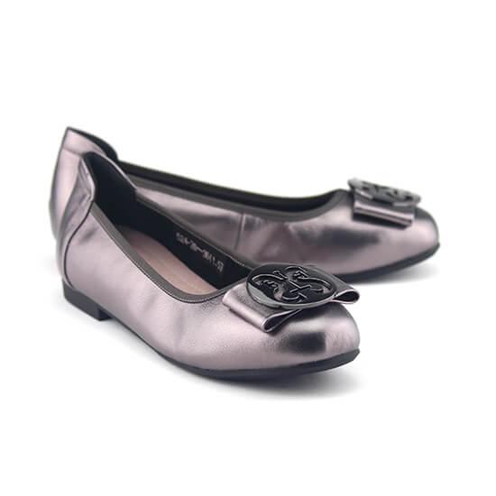 נעלי סירה שטוחות עם אבזם עגול