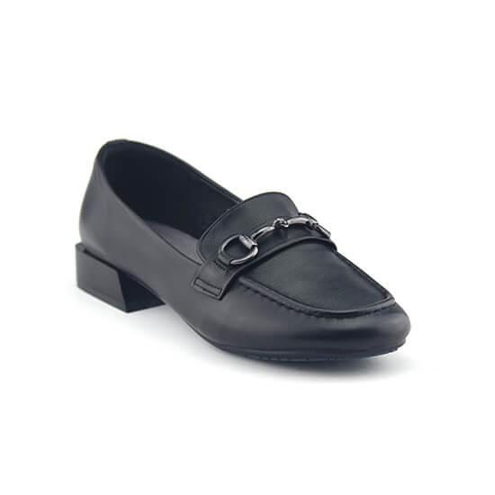 נעלי מוקסין עם אבזם כסוף שחור