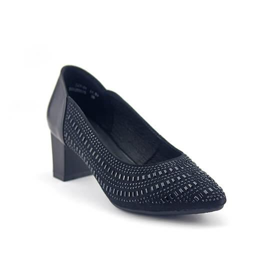 נעלי סירה עם סידור פייטים סימטרי