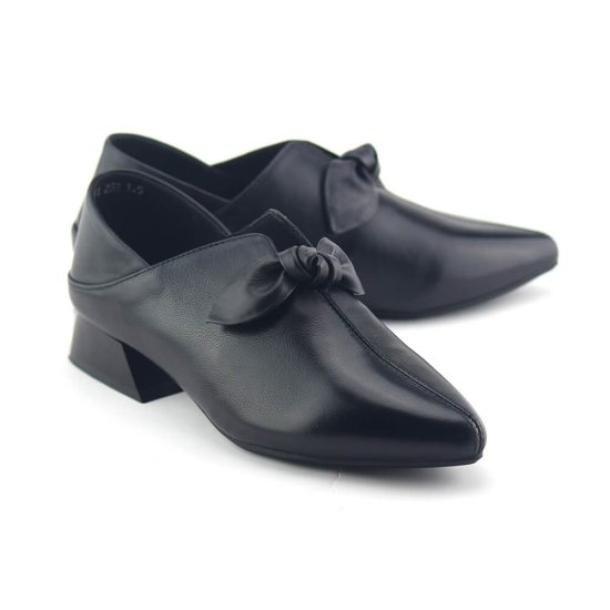 נעלי שפיץ עקב עם קשר בחלק הקדמי