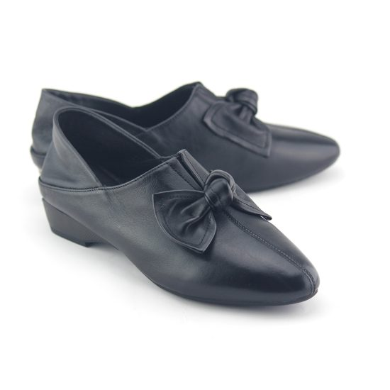 נעלי פפיון עור נפה שחור