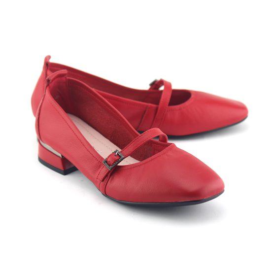 נעלי סירה עם אבזם עדין באדום נפה